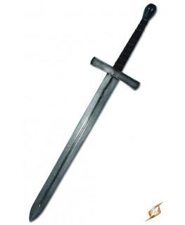Cette longue épée est en mousse couverte de latex