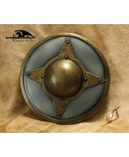Avec son gros umbo central cette rondache métallisée est le complément idéal de votre épée pour le combat rapproché